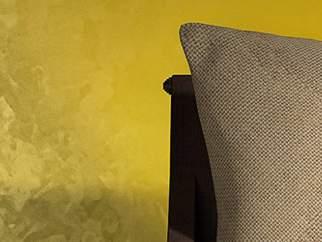 Декоративная краска с эффектом золотого шелка - фото в интерьере. Гостиная